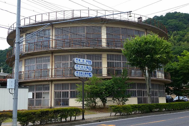 倉吉市の日本最古の円形校舎、フ...